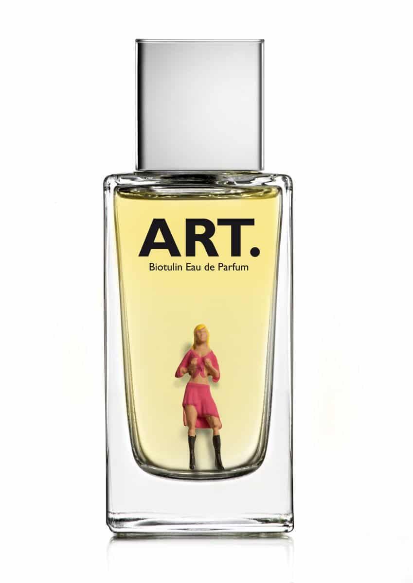 A66_blonde_Frau_pinkes_Outfit